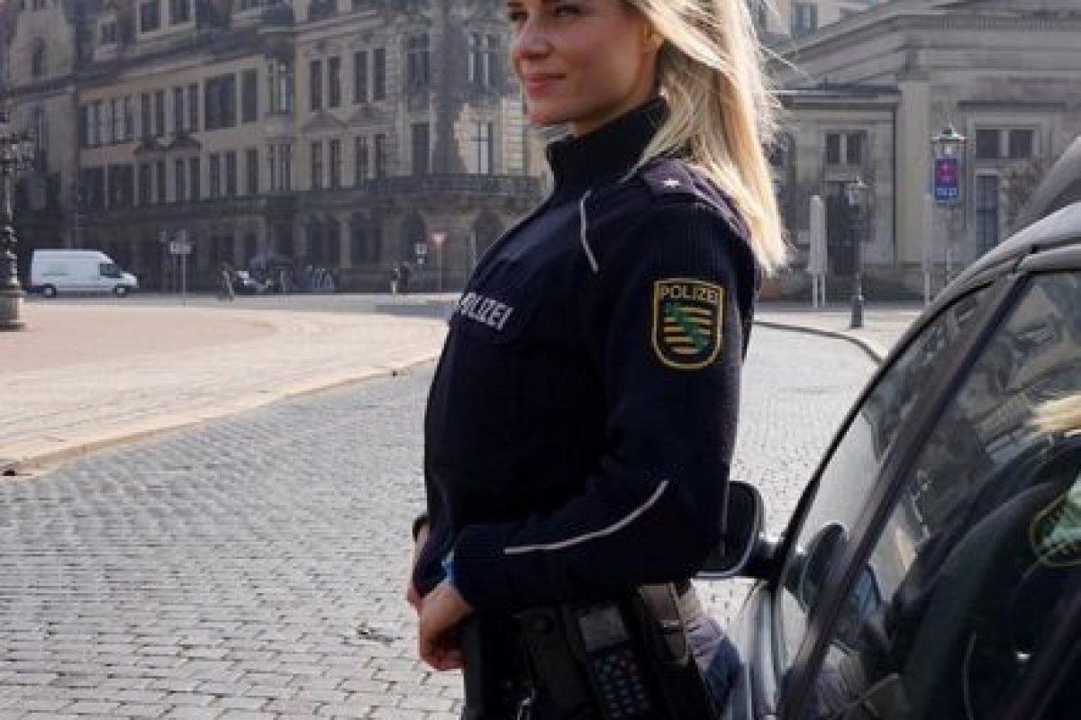 Por su belleza la oficial Su nombre es Adrienne Koleszár, tiene cautivado a internet. Foto:Vía Instagram/@adrienne_koleszar. Imagen Por:
