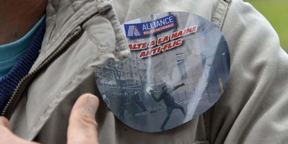 Policías franceses protestan por el