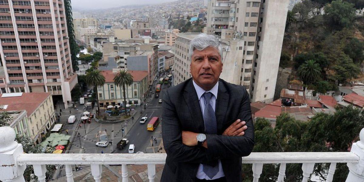Denuncian que alcalde de Valparaíso estacionó en espacio para minusválidos