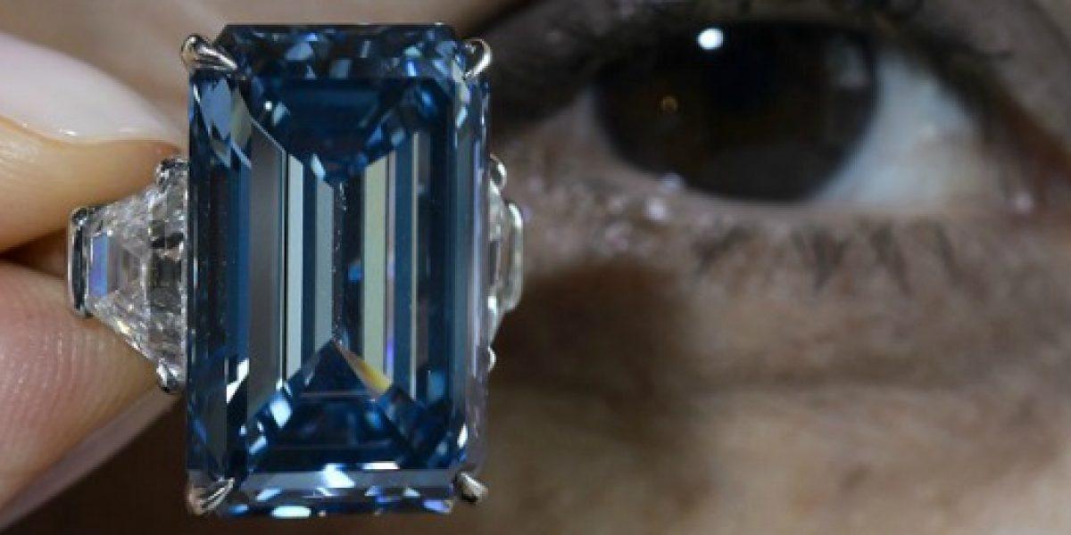 Diamante azul fue subastado a precio récord