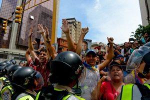 Ahora la situación de crisis en Venezuela esta orillando a que los venezolanos lo quieran fuera del poder. Foto:AFP. Imagen Por: