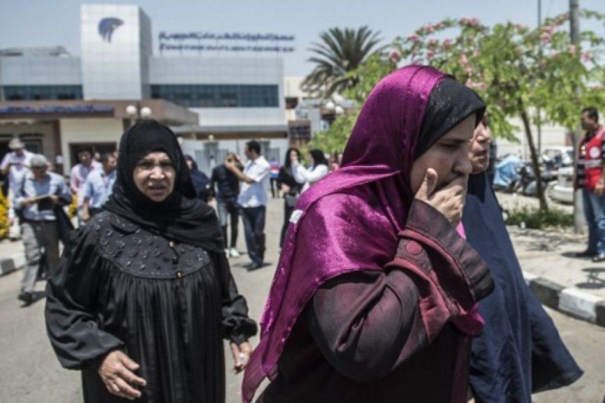 Las autoridades ofrecieron sus condolencias a los familiares y amigos de los pasajeros del vuelo MS804. Foto:AFP. Imagen Por: