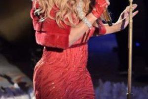 Este vestido rojo no le ayudó a verse más delgada. Foto:Getty Images. Imagen Por:
