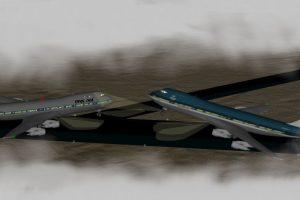 Una explosión cerca del aereopuerto de Gran Canaria obligó a que los vuelos se desviaran al aereopuerto Los Rodeos (hoy Aeropuerto Norte de Tenerife). La falta de radares, fallas en la comunicación y el tamaño insuficiente del aeropuerto provocaron que dos aviones Boeing 747 chocaran causando el accidente más mortal en la historia: 248 pasajeros de KLM y 335 de Pan Am perdieron la vida. 583 personas murieron en total Foto:Wikipedia. Imagen Por:
