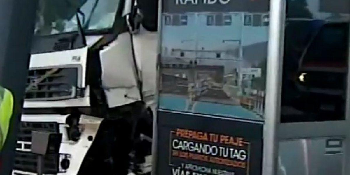 Colisión de camión con caseta de peaje de la Ruta 68 dejó un fallecido
