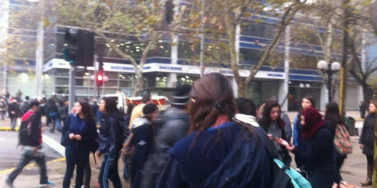 Dos alumnas del Liceo 7 detenidas tras protesta que cortó el tránsito en Providencia