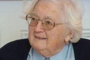 Colette Bourlier de 91 años se convirtió en la mujer con más edad de Francia en obtener un doctorado en Geografía. Foto:Twitter. Imagen Por: