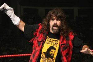 """Mick Foley es considerado como la """"Leyenda del hardcore"""" Foto:WWE. Imagen Por:"""