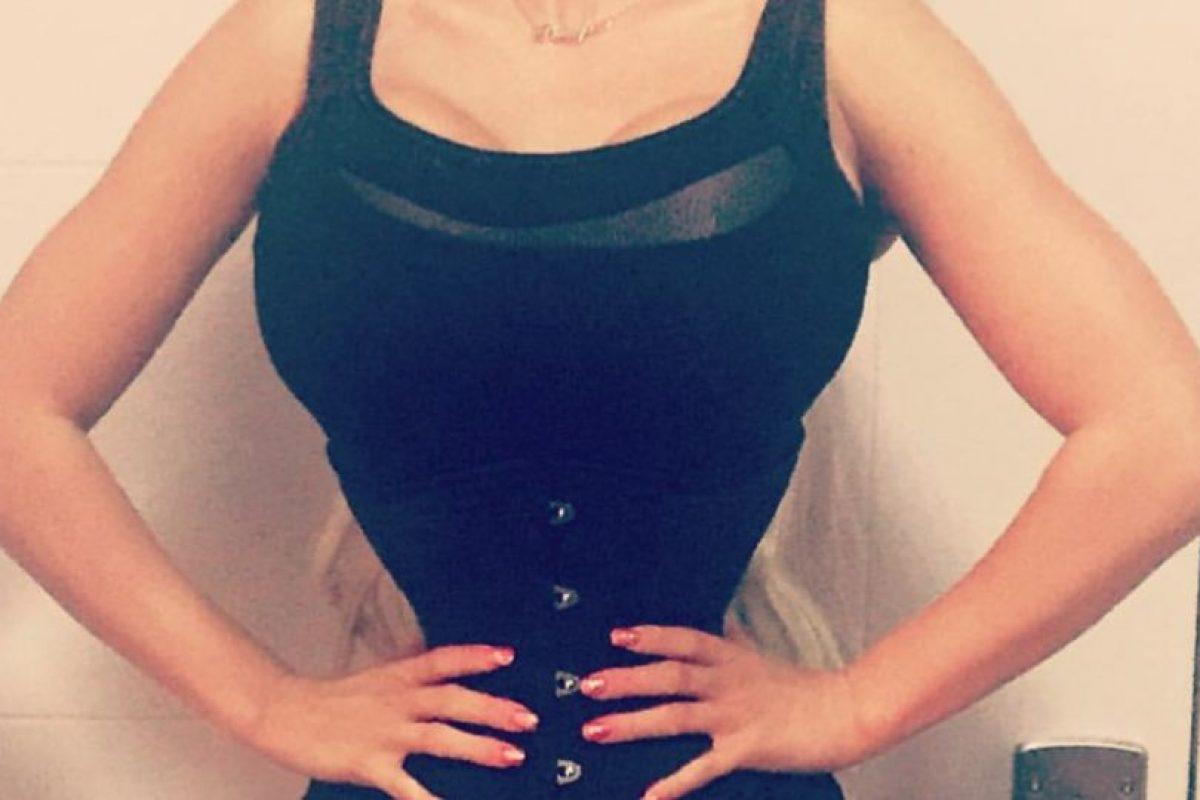 Ahora quiso reducir su cintura para tenerla de 14 pulgadas ( 35 centímetros). Foto:vía Facebook. Imagen Por: