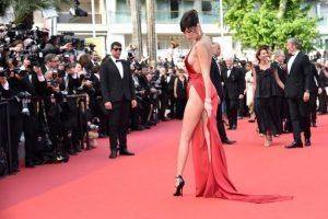 La modelo estadounidense Bella Hadid deslumbró en la alfombra roja de la 69 versión del Festival de Cannes. Foto:ALBERTO PIZZOLI / AFP. Imagen Por: