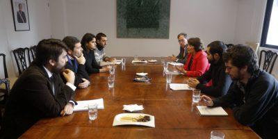 Ministra de Educación se reunió con dirigentes de Izquierda Autónoma