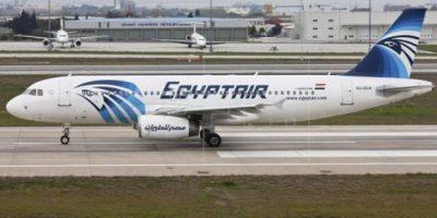 Investigan presencia de humo en avión de EgyptAir antes de estrellarse