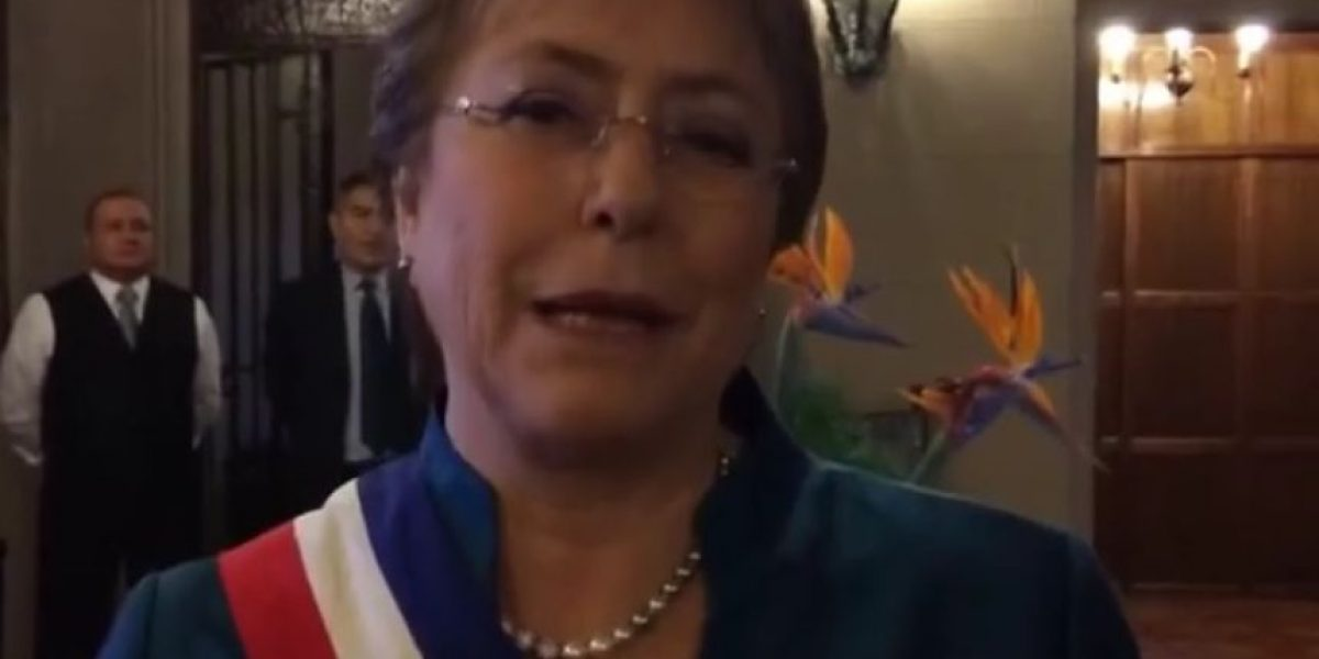 Bachelet en la previa de su discurso: