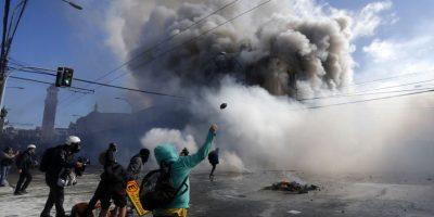 Valparaíso: incendio consume farmacia durante manifestaciones
