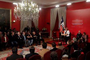 La Presidenta de la República, Michelle Bachelet, firmo Indicación Sustitutiva al Proyecto que moderniza TVN y crea Canal Cultural Educativo, Ceremonia que se realizo en el Palacio de La Moneda. Foto:CRISTOBAL ESCOBAR/AGENCIAUNO. Imagen Por: