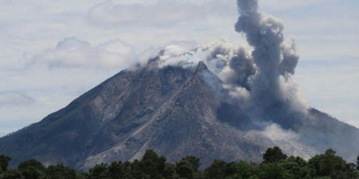 Al menos seis muertos en la erupción de un volcán en Indonesia