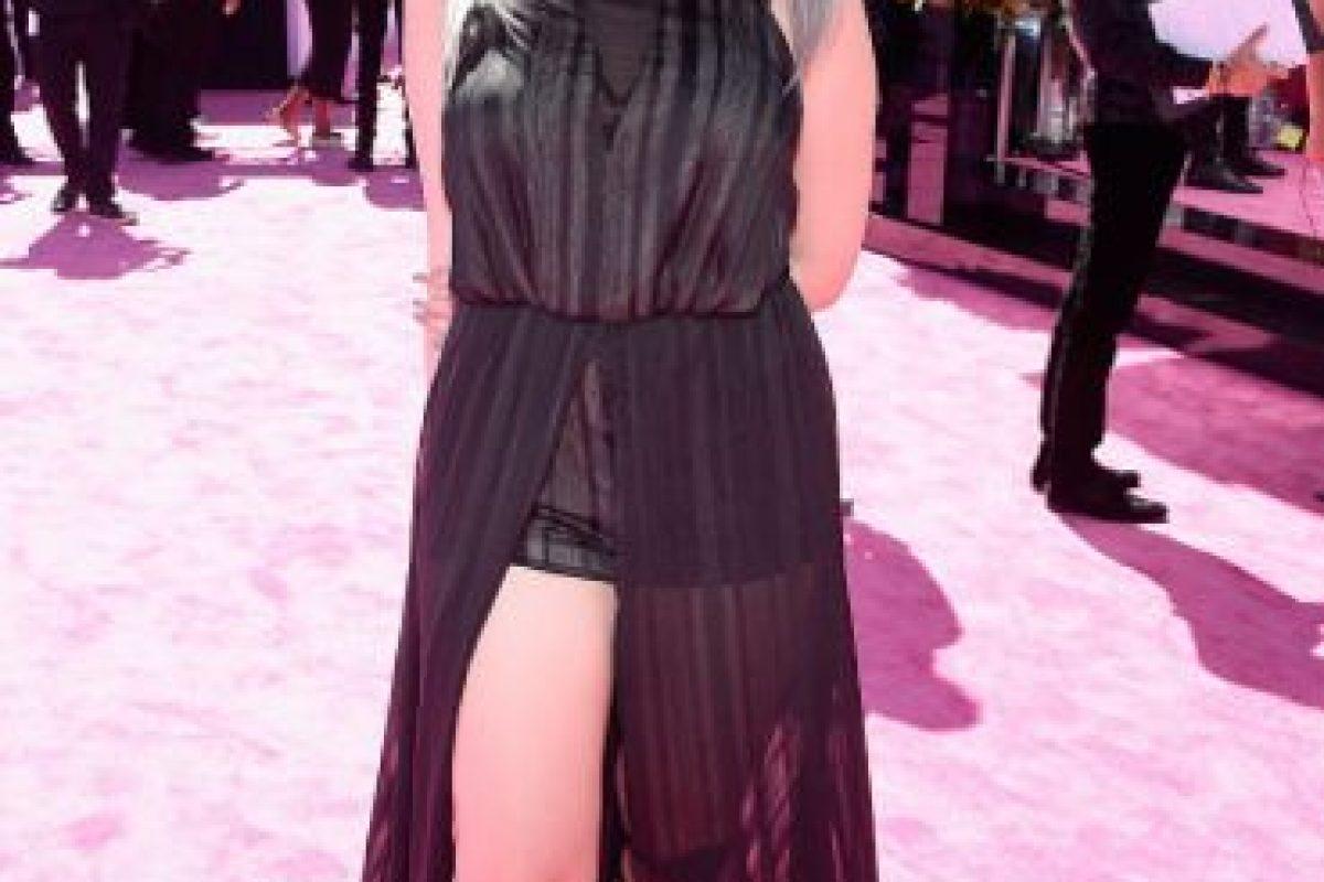 """Lauren Giraldo y """"cómo no vestirse así si eres plus size"""". El vestido la hace ver más ancha, y las sandalias gladiadoras acortan terriblemente su estatura. Foto:vía Getty Images. Imagen Por:"""