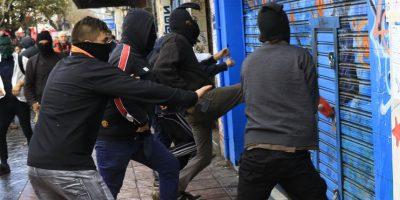 Evópoli presentará proyecto para sancionar a quienes se manifiesten encapuchados
