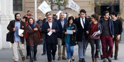 Actores de la educación entregan carta a Bachelet para pedir cumplir compromiso con la educación pública