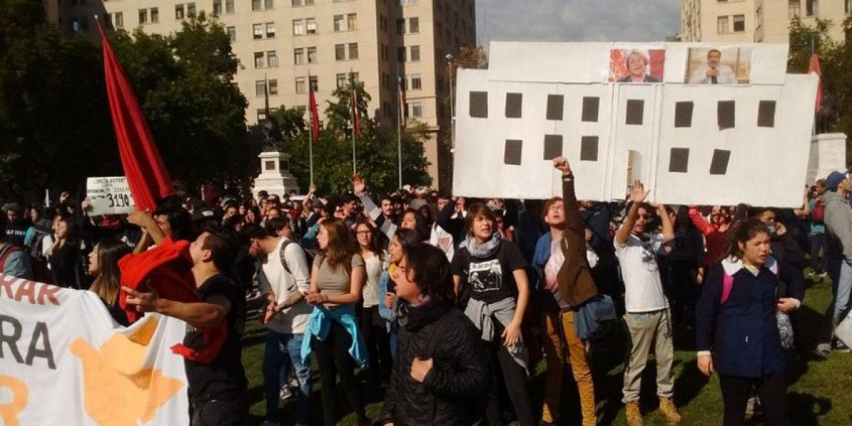 Se desvía el tránsito en la Alameda por marcha de universitarios