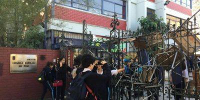 Estudiantes del Liceo 7 y Carmela Carvajal inician tomas de los establecimientos