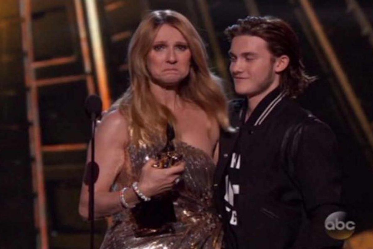 Celine Dion rompió en llanto por la sorpresa Foto:Twitter. Imagen Por: