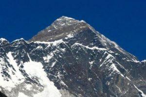 Vista del Everest, de 8.848 metros, desde Syangboche (Nepal), a 3.800 metros de altitud. Foto:Getty Images. Imagen Por: