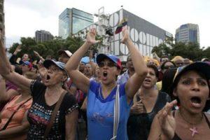 Pero se incrementa el número de los que quieren que deje el cargo. Foto:vía AP. Imagen Por: