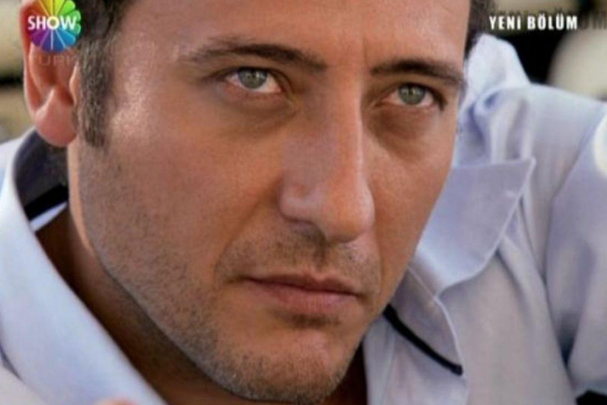 """""""Cengiz Atay"""" fue interpretado por Yiğit Özşener. Cengiz traicionó a Ömer y se casó con Eyşan. Es el gran villano de la telenovela. Foto:vía Show TV. Imagen Por:"""