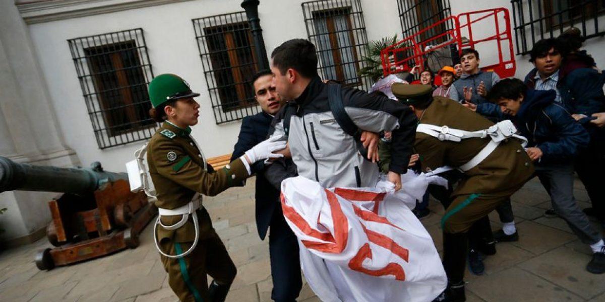 Fotos: así fue la irrupción de los estudiantes en el Palacio de La Moneda