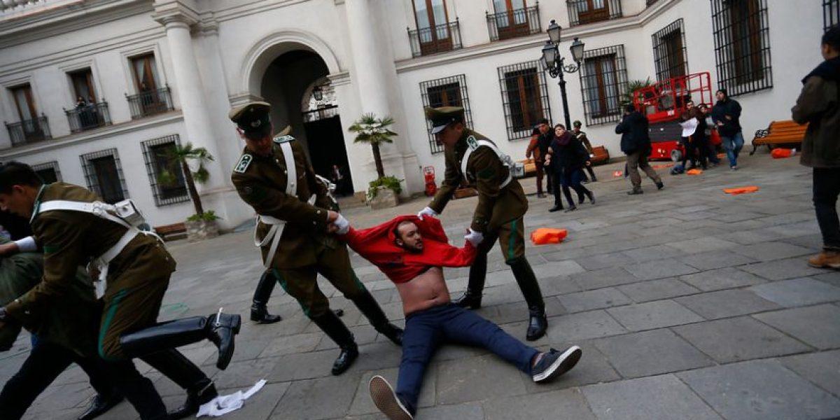 Estudiantes irrumpen en el Palacio de La Moneda y anuncian
