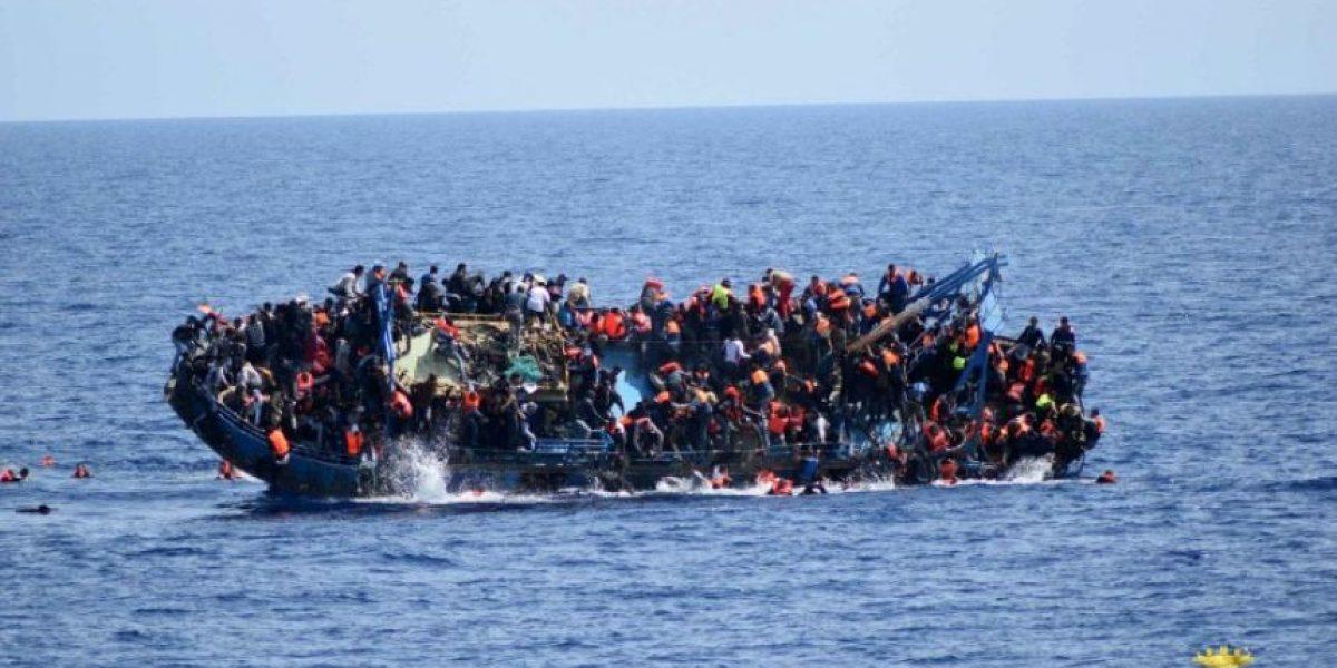 Naufragio en aguas de Libia: se hunde un barco con 590 personas a bordo