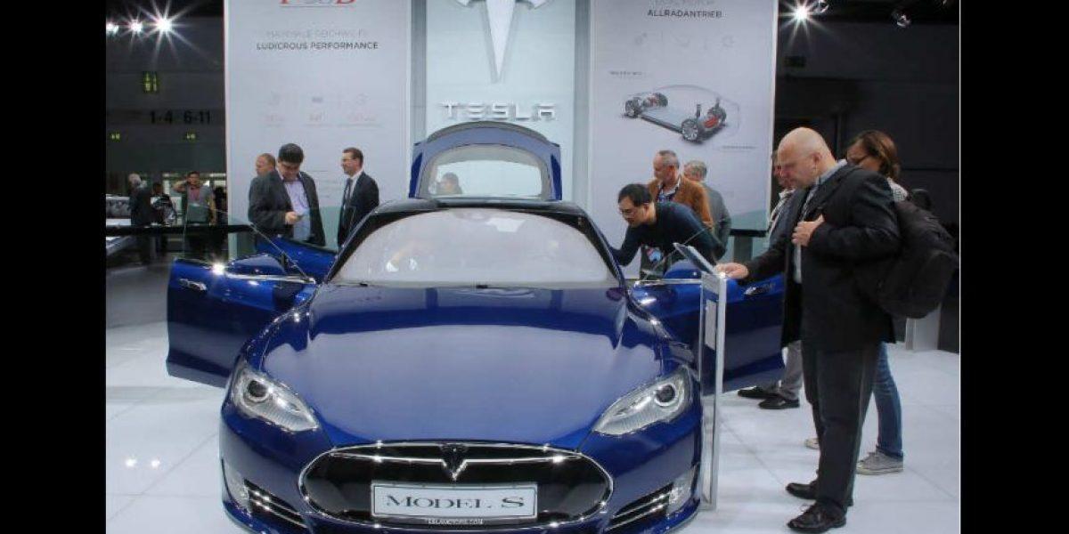 Se quedó dormido en el tráfico mientras su Tesla se manejaba solo