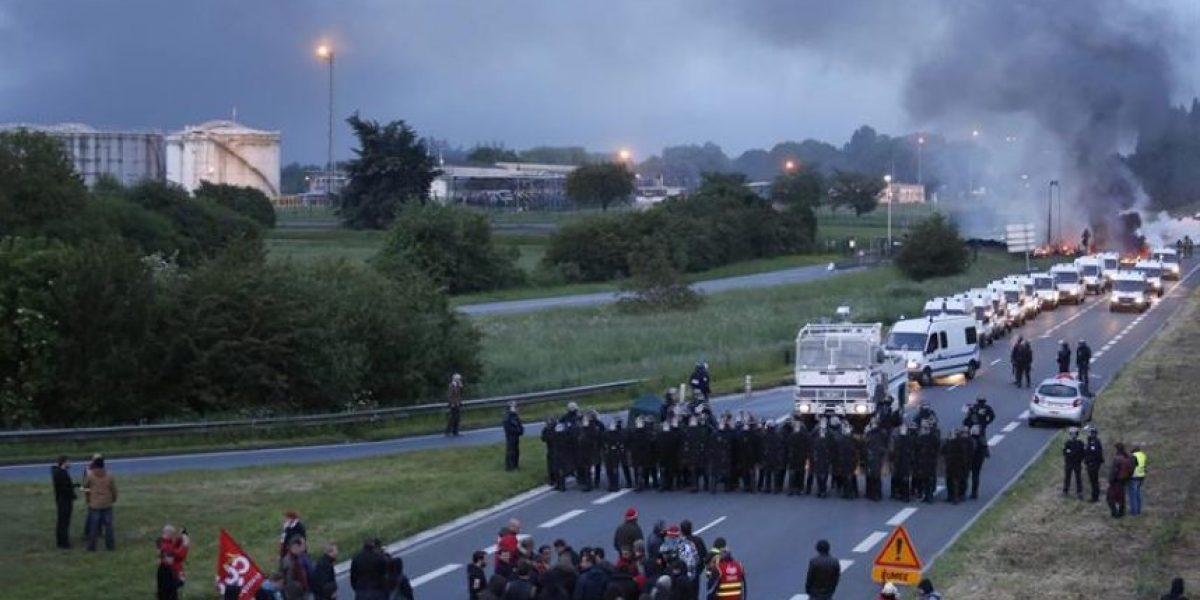 Francia: Se agrava la escasez de combustible por endurecimiento de la protesta social