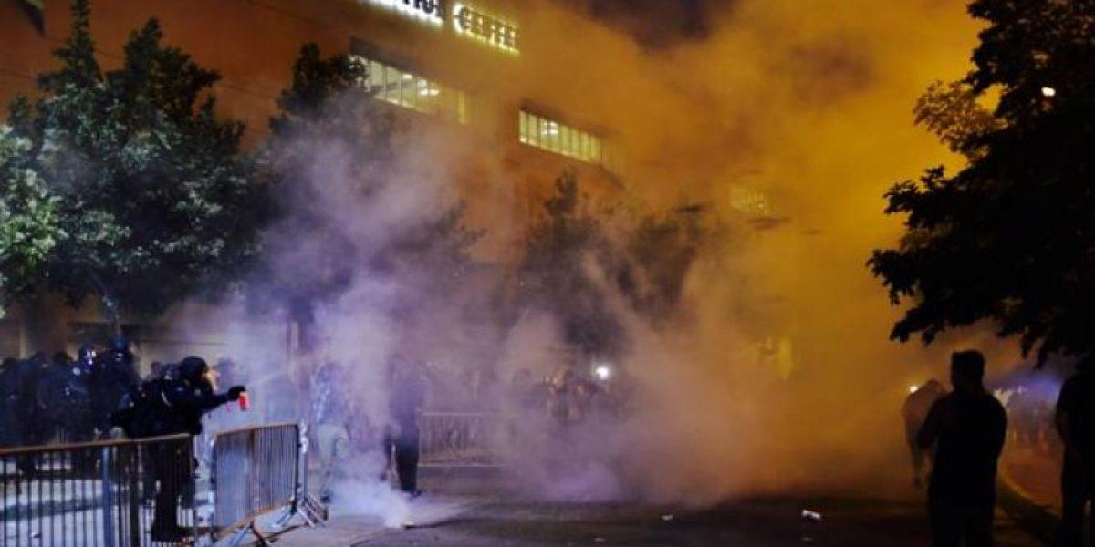 Manifestantes lanzan rocas contra Policía en mitin de Trump en Nuevo México