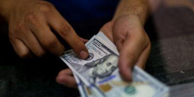 Aduanas intercepta millonario contrabando de dólares y euros falsificados