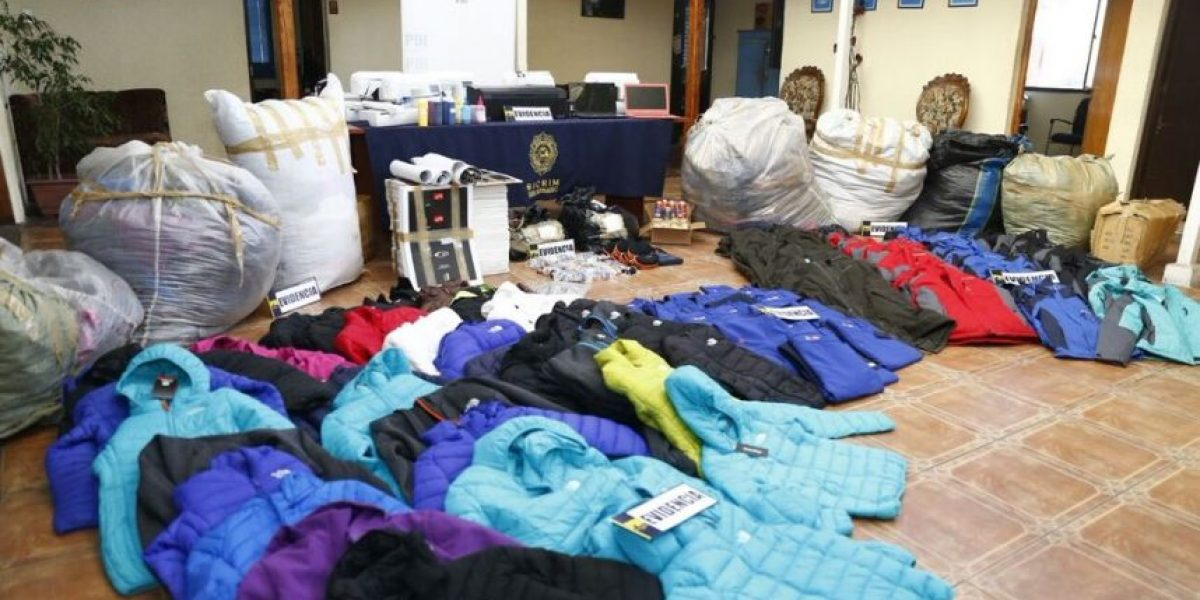 San Bernardo: operativo de la PDI desbarató taller de falsificación de ropa