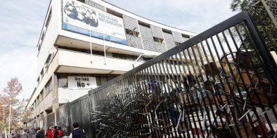 Instituto Nacional se suma a las tomas de los liceos emblemáticos e inicia paro