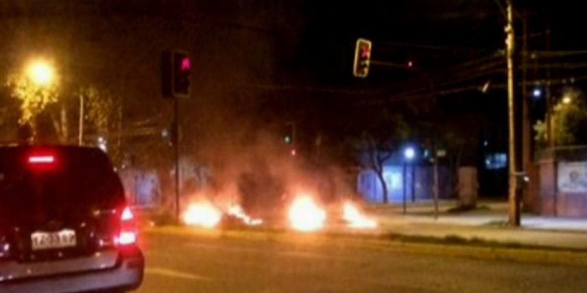 Desconocidos realizan barricadas en Ñuñoa y alertan a automovilistas