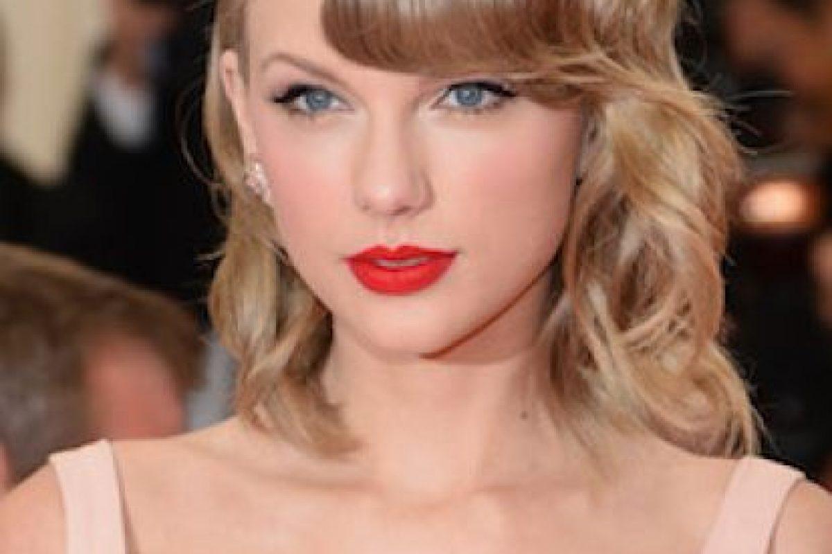 Así lucía Taylor ese escote en ropa deportiva Foto:Getty Images. Imagen Por: