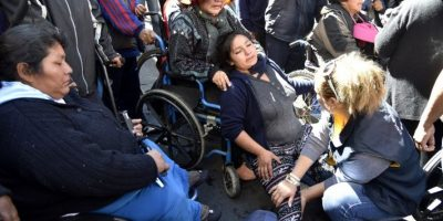 Policía dispersa protesta de minusválidos en La Paz con gases lacrimógenos
