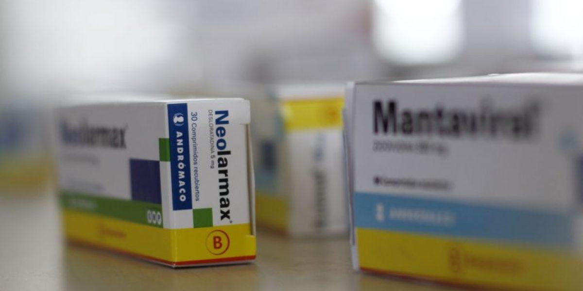 Autoridades clausuran farmacia que vendía medicamentos