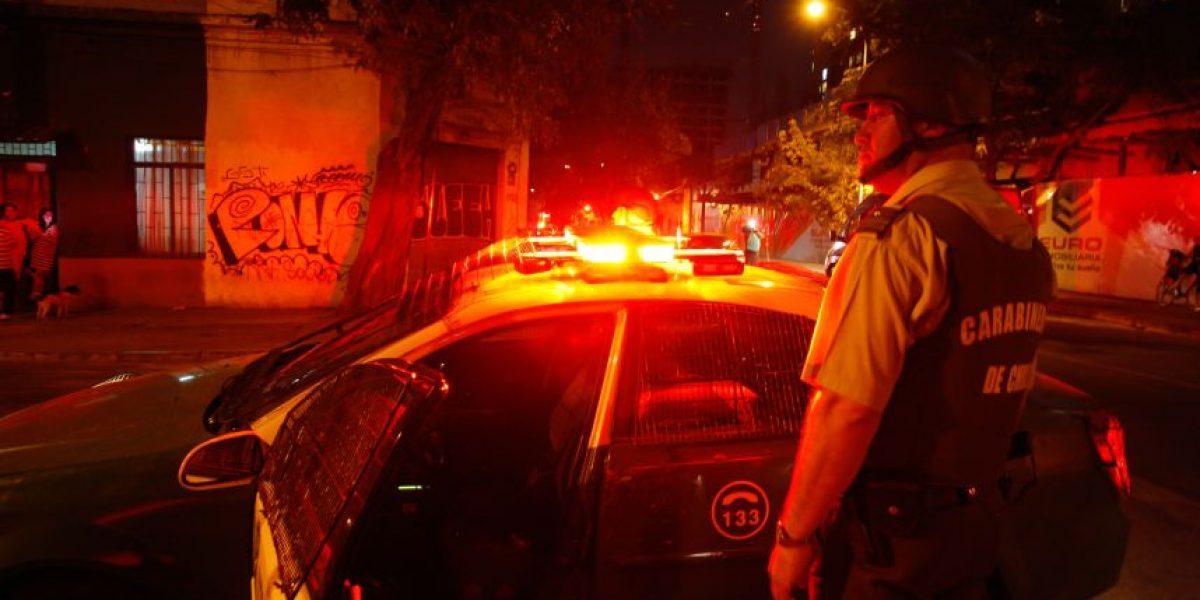 Detienen a sujeto que intentó quemar viva a su esposa en Puente Alto