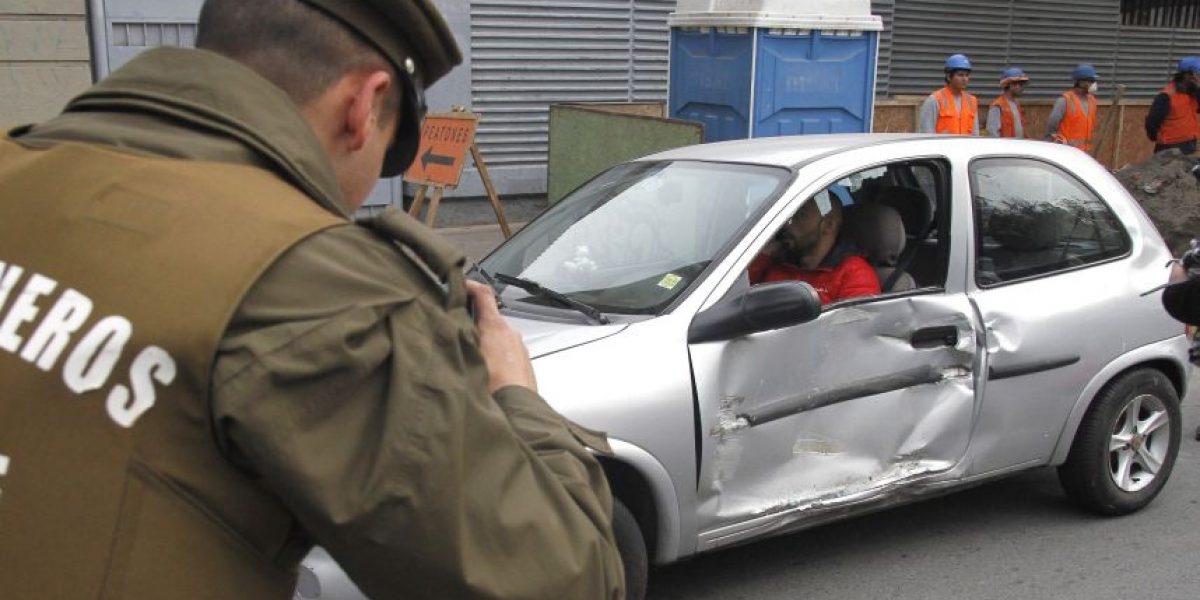 Carro lanza gases chocó con auto particular en medio de marcha no autorizada