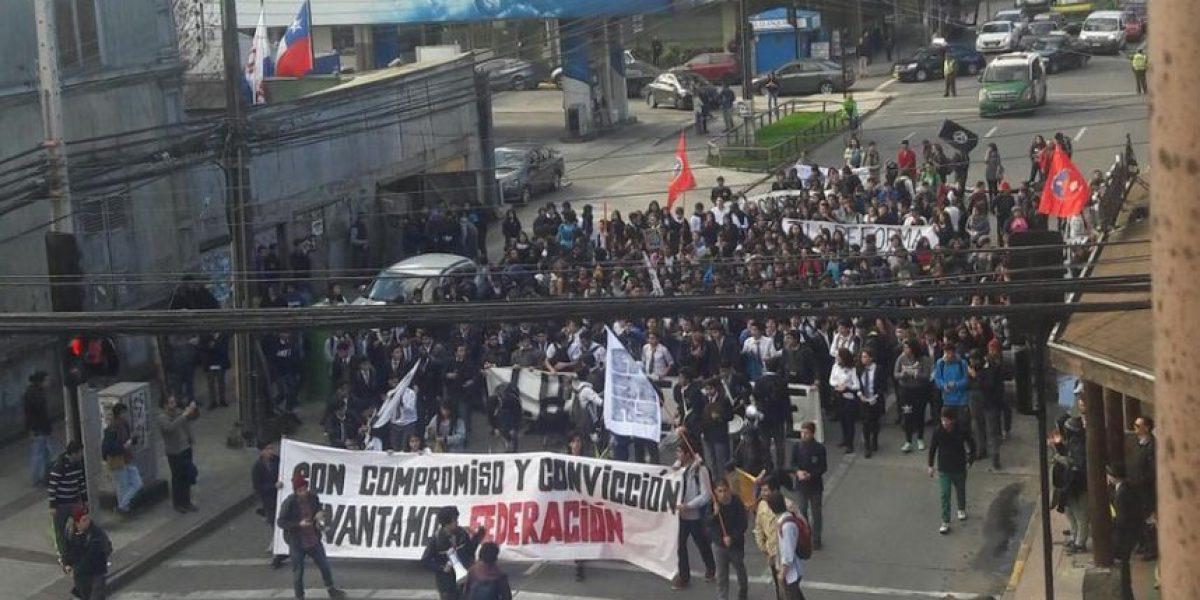 Regiones: estudiantes fueron dispersados por Carabineros al inicio de marcha