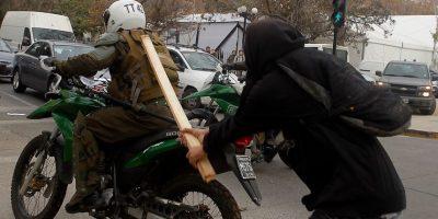 Minuto a minuto: encapuchados se enfrentan a Carabineros en marcha no autorizada