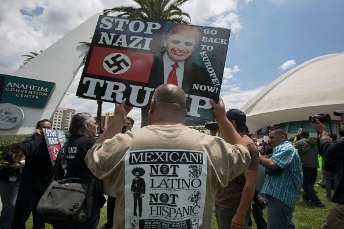 Al menos un centenar de personas protestó este 25 de mayo en contra del empresario Foto:Getty Images. Imagen Por: