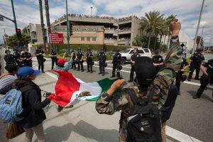 Y en ocasiones utilizaron la bandera de México Foto:Getty Images. Imagen Por: