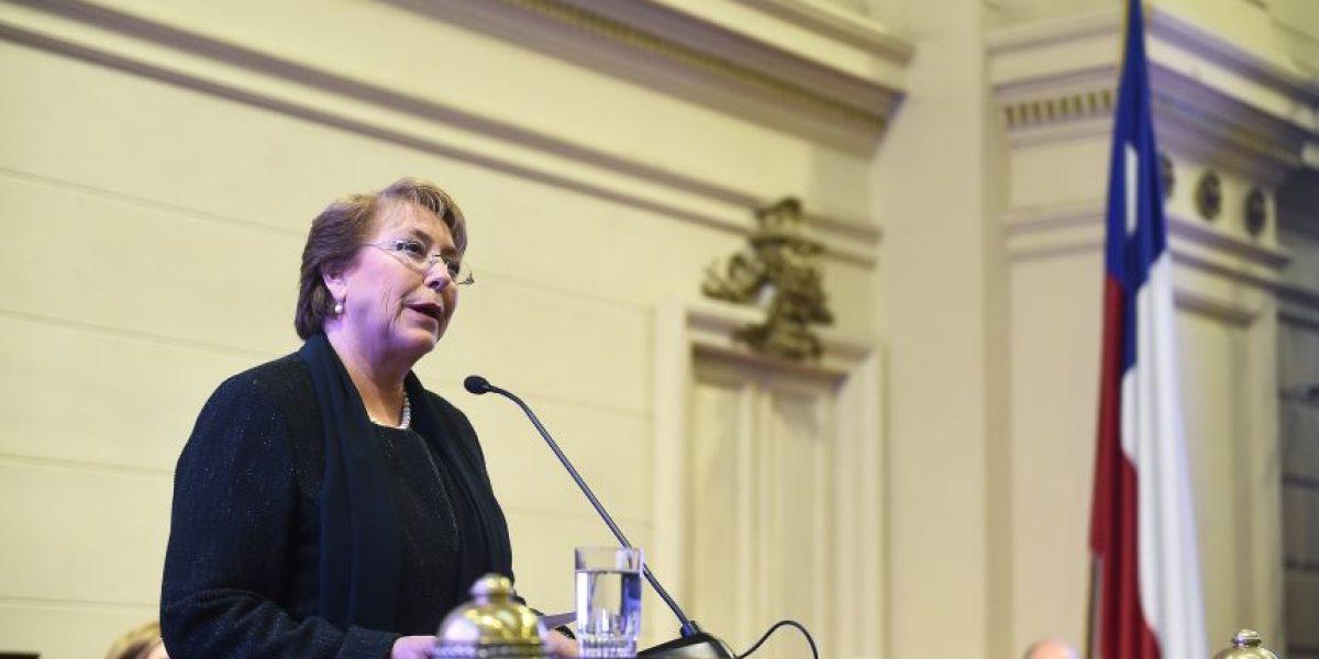 Bachelet defiende su mandato: