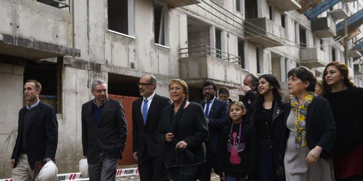 Presidenta Bachelet visita obras de viviendas sociales del proyecto Plaza de Recoleta